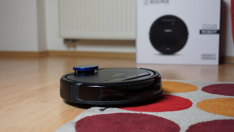 Ecovacs-Robotics-Deebot-Ozmo-930-Test-auf-Teppich