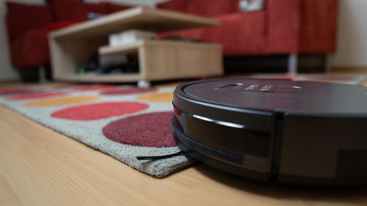 Roboter-scannt-durch-iMove-Navigation-die-Wohnung