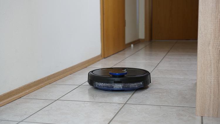 Ozmo-930-findet-Bereich-nachdem-Teppich-entfernt-wurde