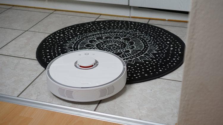 Roborock-S5-fahert-auf-Teppich