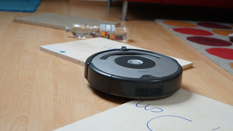 Roomba 615 zerlegt die Teststrecke