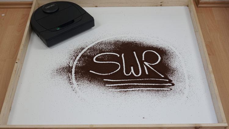 SWR Schriftzug in Kaffee