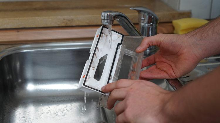 Staubbehaelter-auswaschen