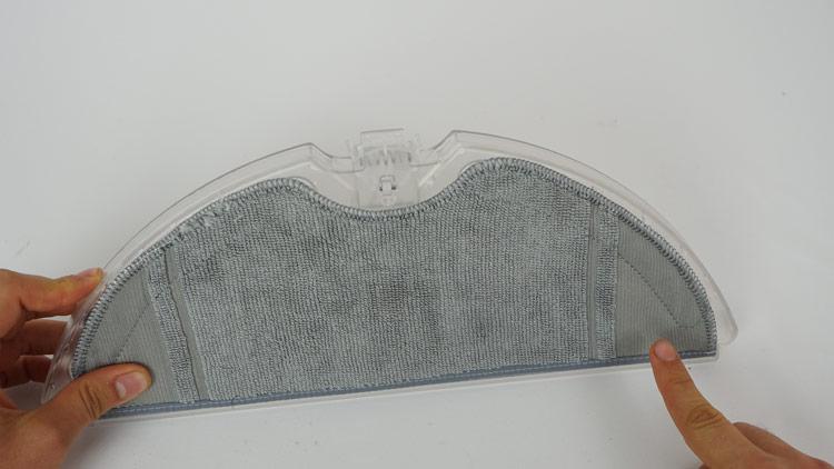 Wischtuch-auf-Wassertank-angebracht