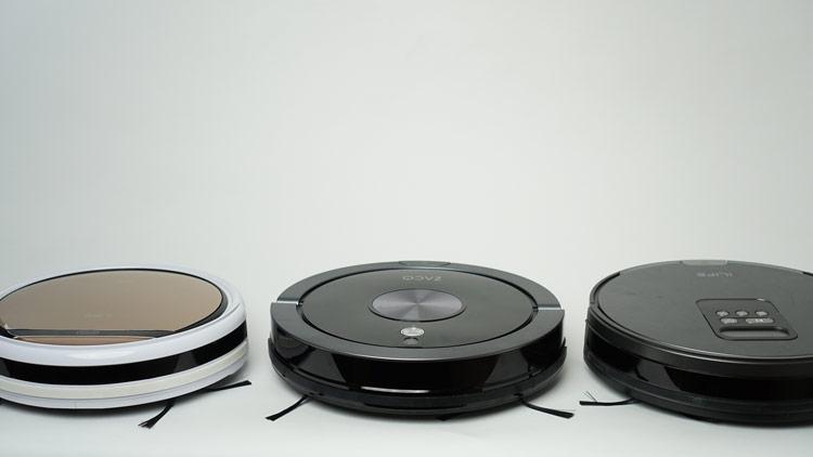 Zaco Roboter nebeneinander