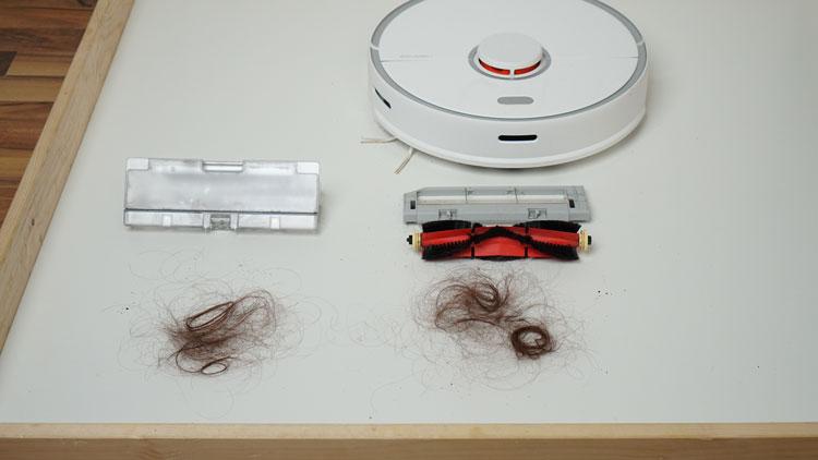 Haare im Saugbehaelter vs Buerste