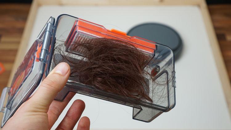 Haartest-Haare-im-Saugbehaelter